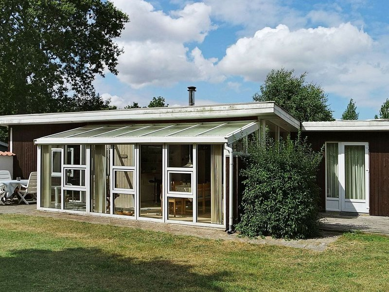Pleasant Holiday Home in Hadsund with Terrace, vacation rental in Rebild Municipality