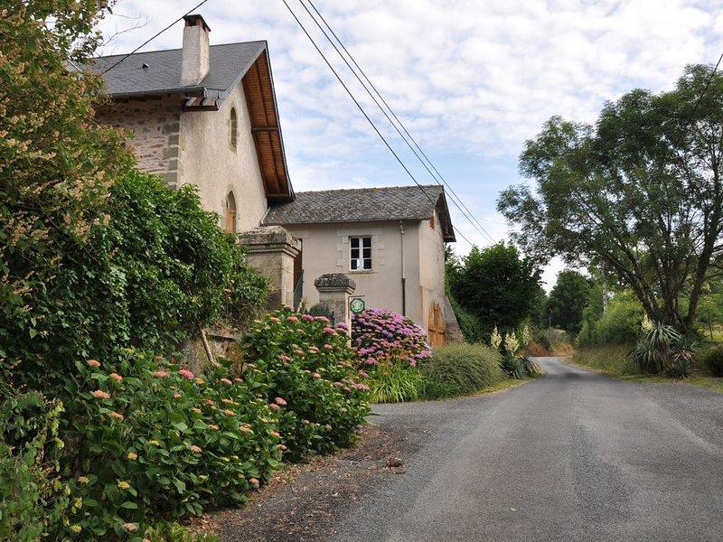 Maison avec grandes pièces et grands espaces verts, vacation rental in Juillac