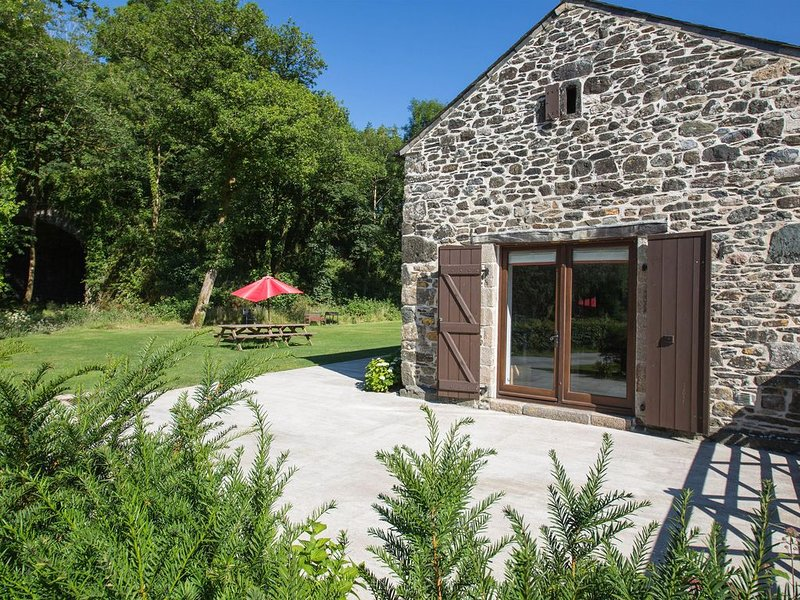 Plush Holiday Home in Tavistock with Garden near Swim Centre, vacation rental in Horrabridge