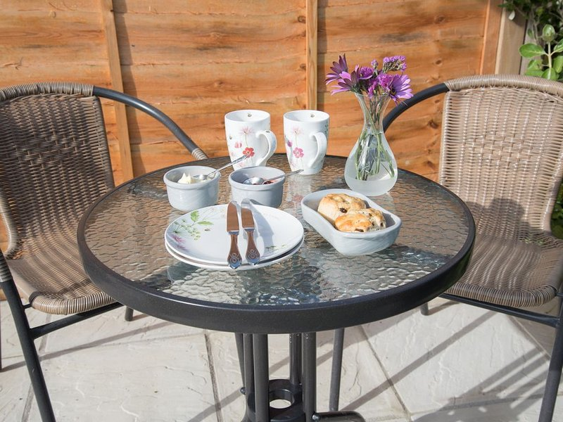 Orchards Apartment - 1 bedroom apartment with parking and garden (dog friendly), vacation rental in Pentewan