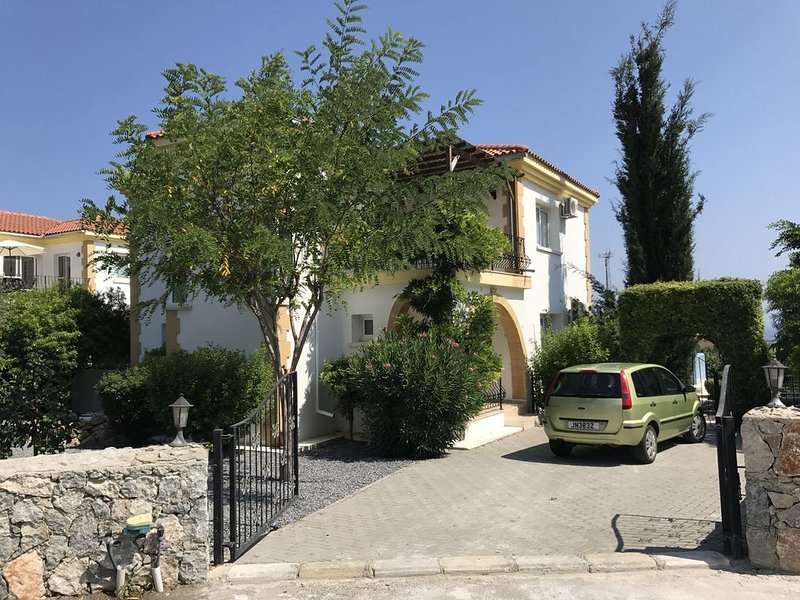 detatched Villa With Pool With Mountain And Sea Views, holiday rental in Kormakitis