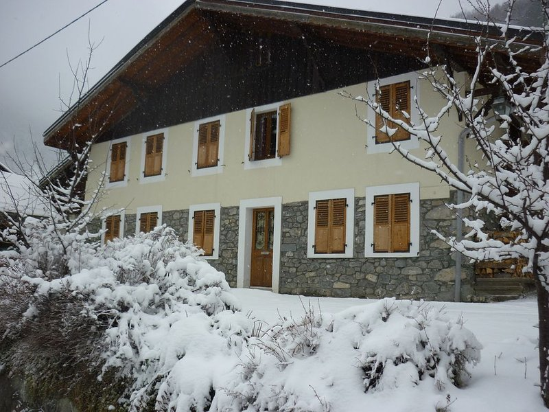 Traditional Farmhouse Chalet for Up to 18 people, casa vacanza a Saint Jean Aulps