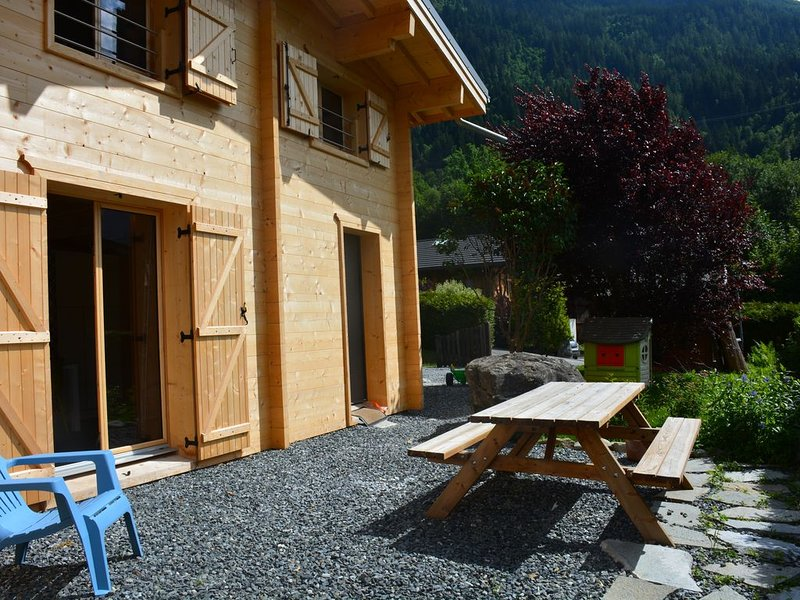 Demi-Chalet Les Houches-Chamonix Mont Blanc, 2 chambres, terrasse privée, holiday rental in Les Houches