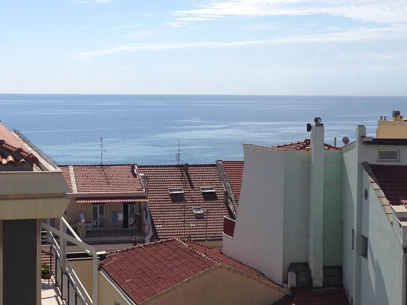 splendido quadrilocale  a 100 mt dal mare, holiday rental in Boissano