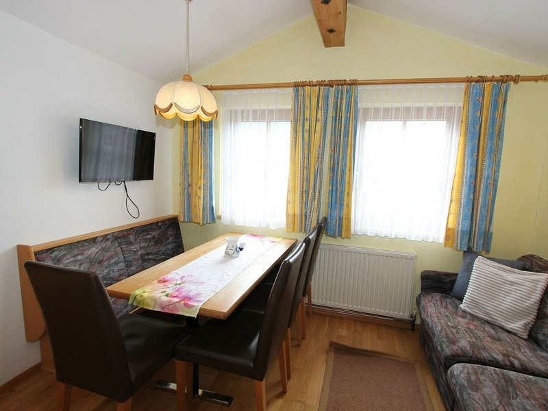 Spacious Apartment in Längenfeld with Sauna, holiday rental in Plangeross