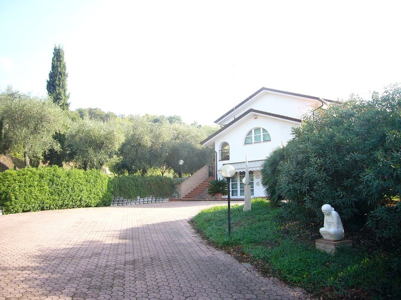 Villa Luigi Telara-Marble Quarry Apartment, vacation rental in Marinella di Sarzana