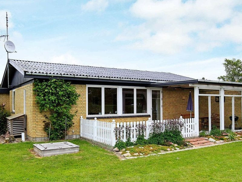 Attractive Holiday Home in Lolland with Terrace, location de vacances à South Zealand