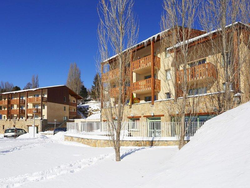 Appart montagne cosy et équipé, accès piscine, holiday rental in Estavar