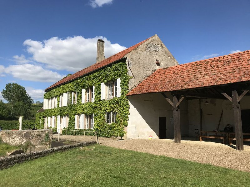 Charmant Moulin - Bourgogne proche Vezelay, holiday rental in Coulanges-sur-Yonne