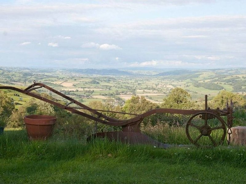 The Granary is a rural retreat with cosy wood burner and spectacular views., casa vacanza a Pontdolgoch