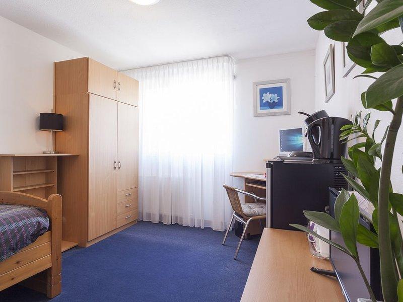 Eenvoudige kamer 12 M2 in Enschede.Super reviews, holiday rental in Oldenzaal
