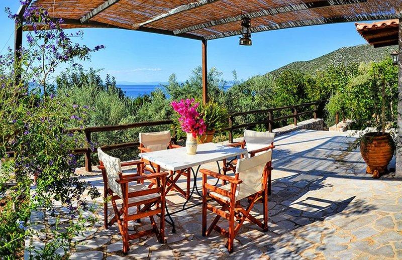 'Yiasemi' Beautiful cottage by the sea, casa vacanza a Leonidio