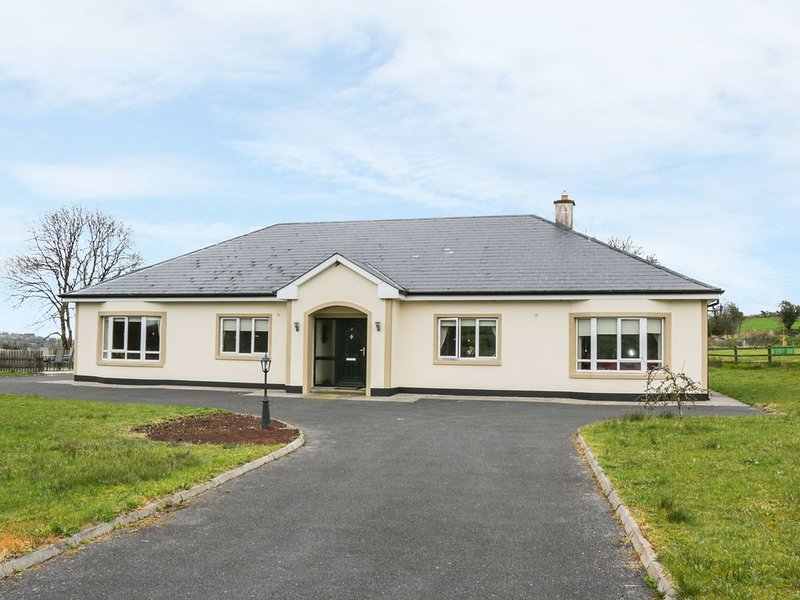 Swallows Nest, AUGHNACLIFFE, COUNTY LONGFORD, holiday rental in Edgeworthstown