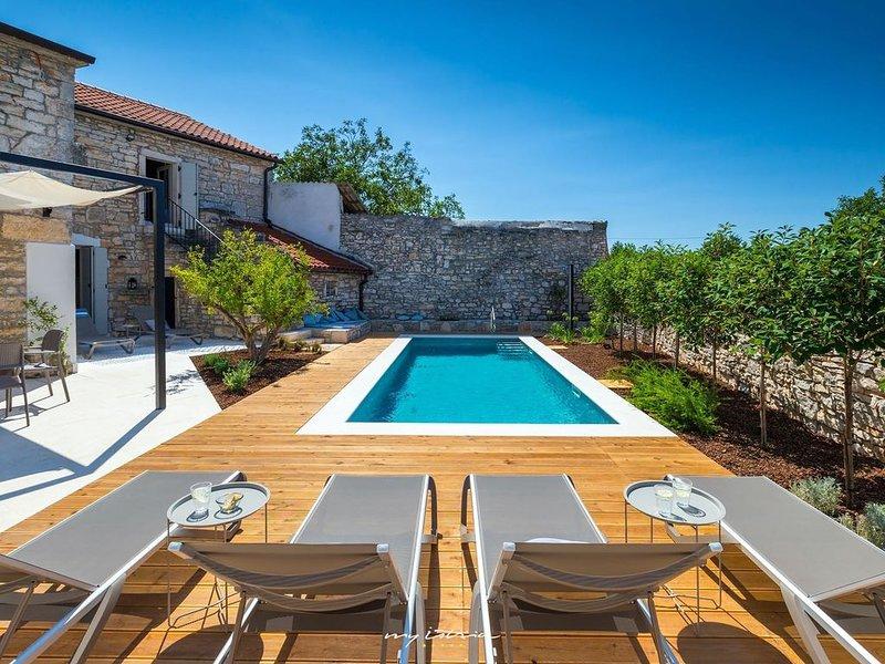 Charming fully restored villa with pool near Zminj, holiday rental in Zminj