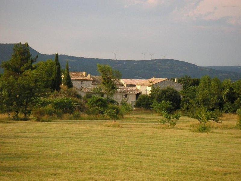 Splendide mas situé dans un hameau du XVIII ème siècle,  véritable havre de paix, location de vacances à Valaurie