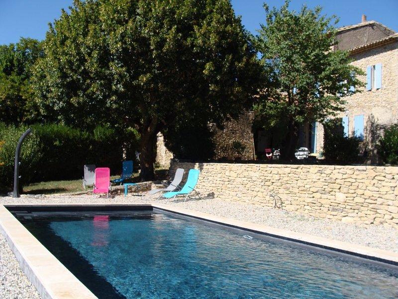 Maison provençale authentique rustique, piscine chauffée, 2 Km Vaison la Romaine, holiday rental in Crestet