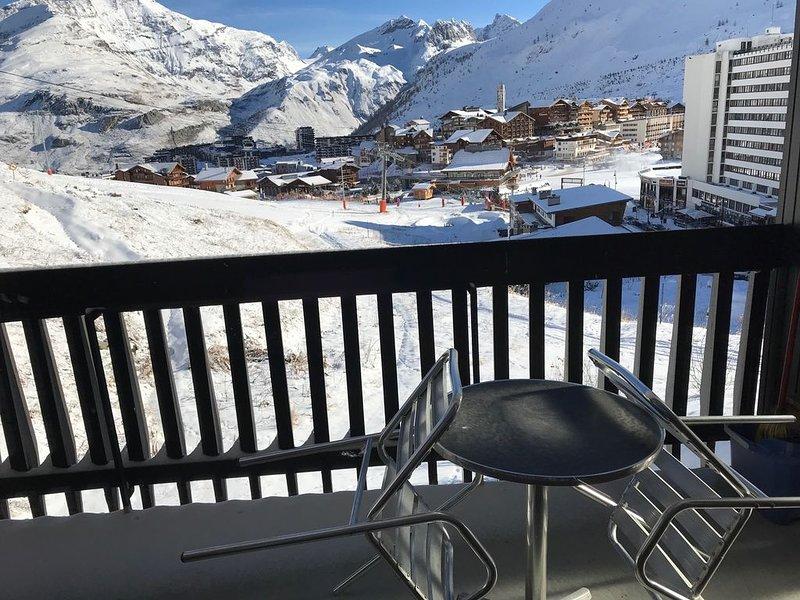 TIGNES LE LAC 2100m, APPT STANDING 6 PERS, PIED DES PISTES, holiday rental in Tignes