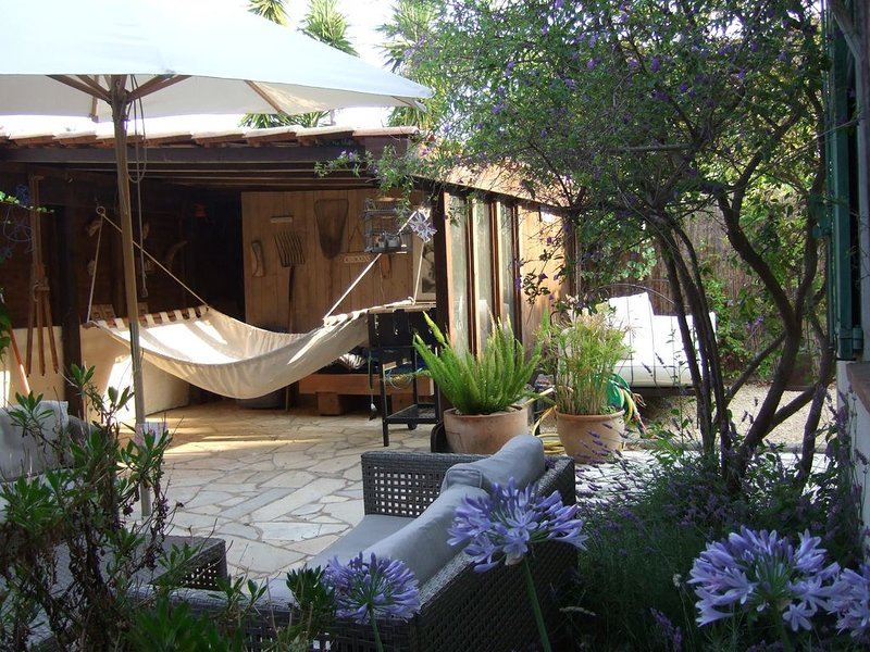 LA NAPOULE Villa in the heart of the village by the sea, holiday rental in La Napoule