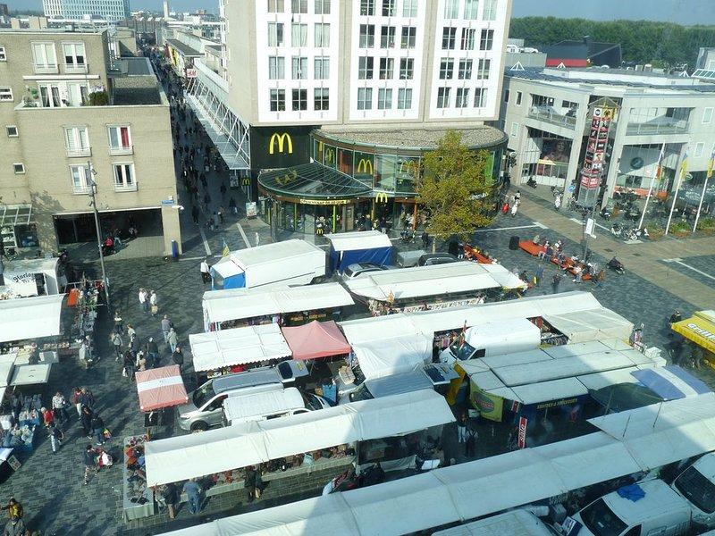 marknad, varje onsdag och lördag på Stadhuisplein