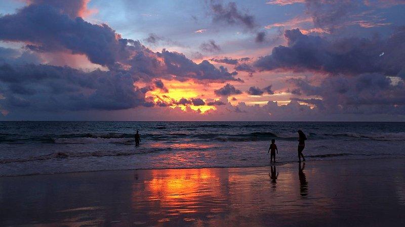 Karon Beach solnedgångar är ofta fantastiska