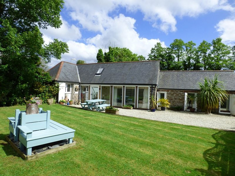 Immaculate and cosy, in a perfect location to explore Cornwall., vacation rental in Hewas Water
