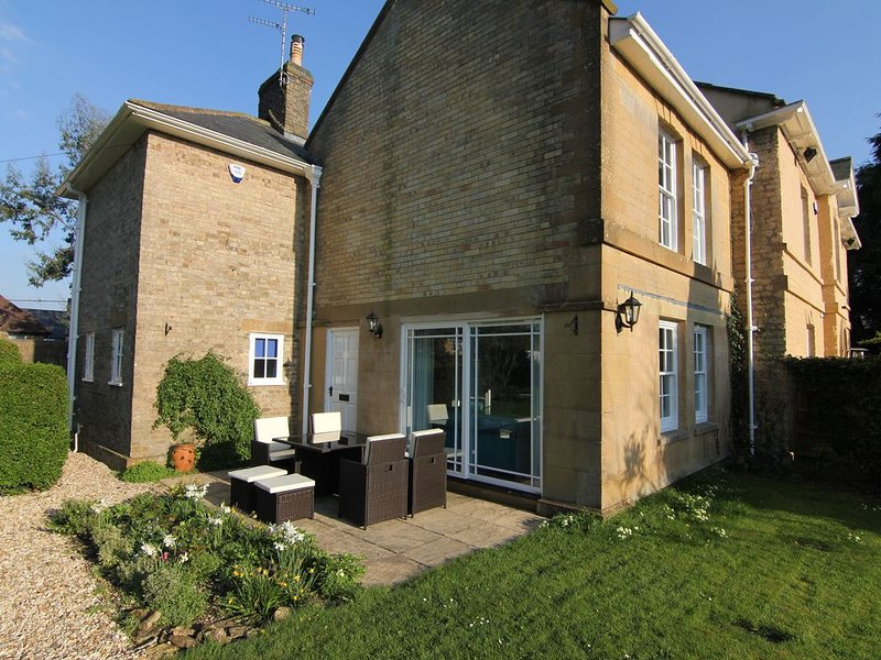 Glebe Cottage is part of Manse Manor Hall, which was the formally the Vicarage, location de vacances à South Petherton