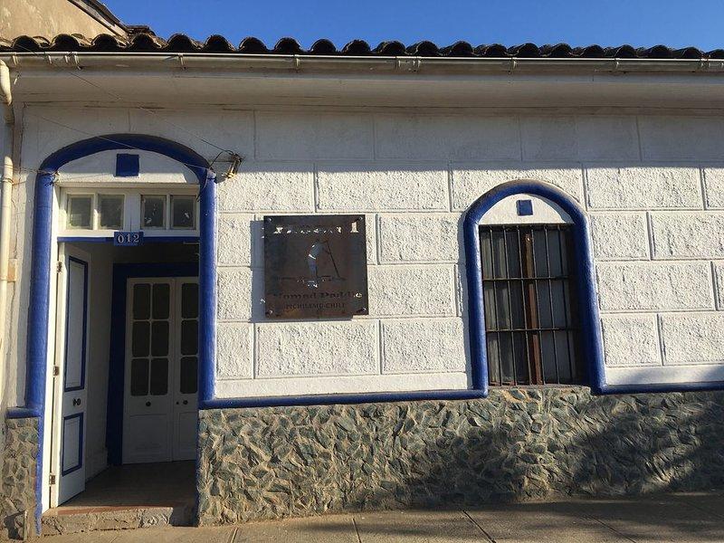 Hostel en el centro Historico de Pichilemu, a pasos de la playa, aluguéis de temporada em Bucalemu