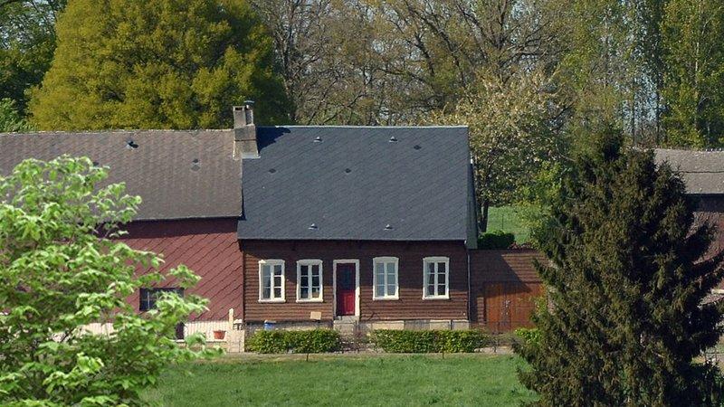 Leuk Vakantiehuis met Sauna, vacation rental in Englancourt