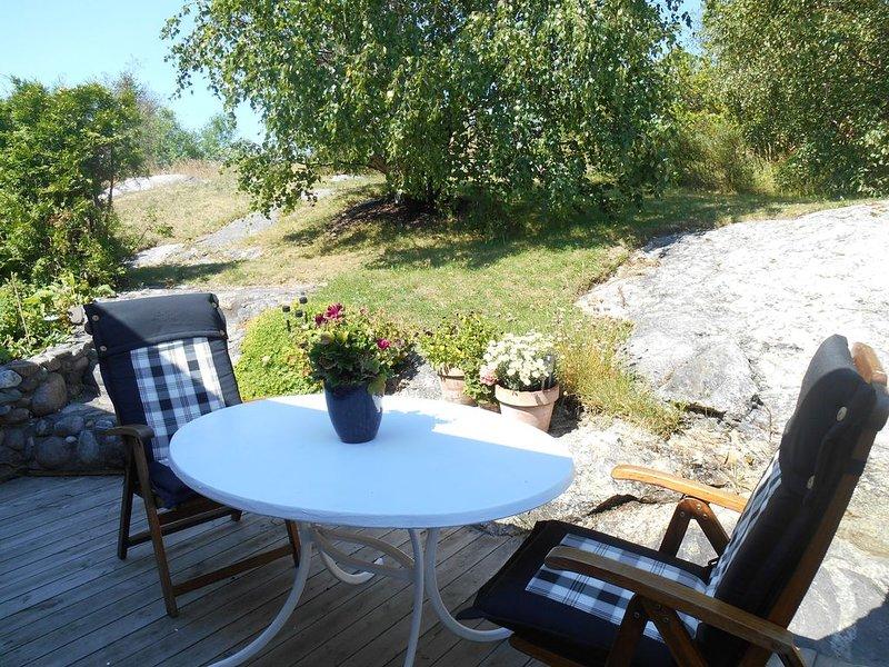 NYTT 2019! Insynsskyddad villa i barnvänligt område. 900 meter till bad, vacation rental in Varekil