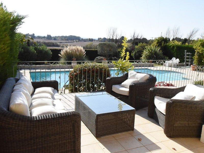 Offre Exceptionnelle : Très belle villa en Provence - 10mn centre ville d'Aix, holiday rental in Les Milles