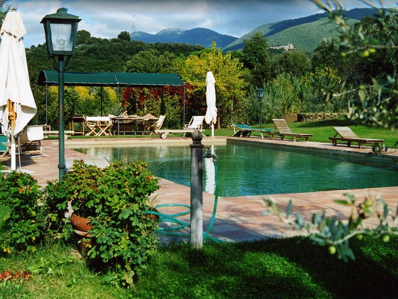 Rome countryside villa with swimming pool & outside bbq and pizza oven, vacation rental in Province of Rieti