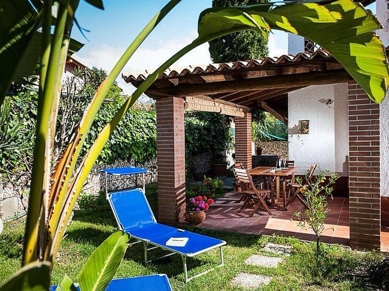 Villa con giardino a 200 metri dalla spiaggia e dal centro turistico di Recanati, holiday rental in Chianchitta