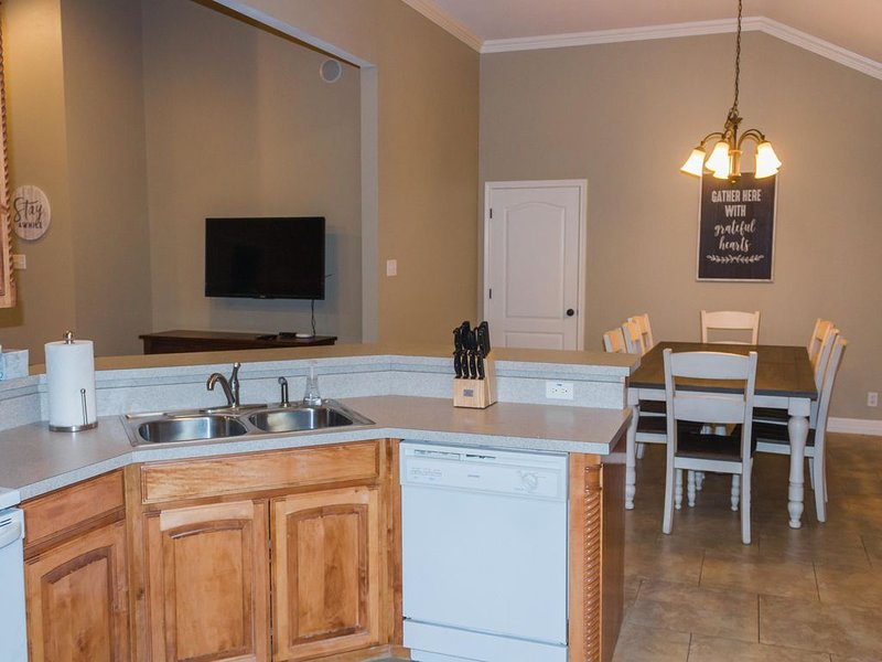 Charming downtown home steps away from the city square, shopping, local dining, holiday rental in Thackerville