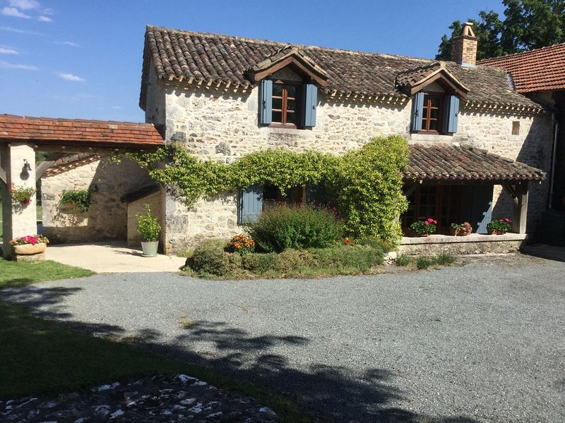 Stone Cottage In Périgord, 8km from Monpazier Dordogne. Private Pool, Sleeps 6, vacation rental in Labouquerie