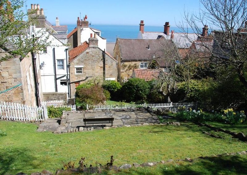 Secluded Grade II listed Georgian house with sea views and private garden, vacation rental in Sandsend