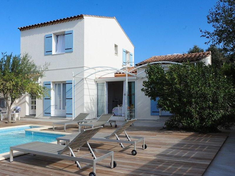 Villa de Charme au Pont du Gard - Piscine au sel - Cuisine extérieure, alquiler vacacional en Collias