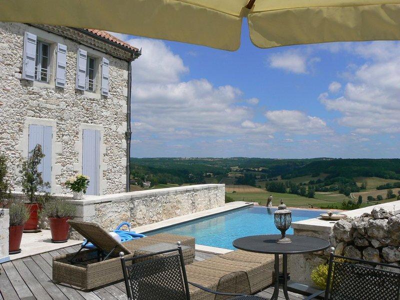 Appartement de charme et caractère dans  un village typique du Sud Ouest France, vacation rental in Beauville