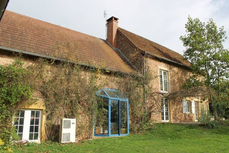 Maison de caractère en pleine nature a Gibles, vacation rental in Saint-Igny-de-Vers