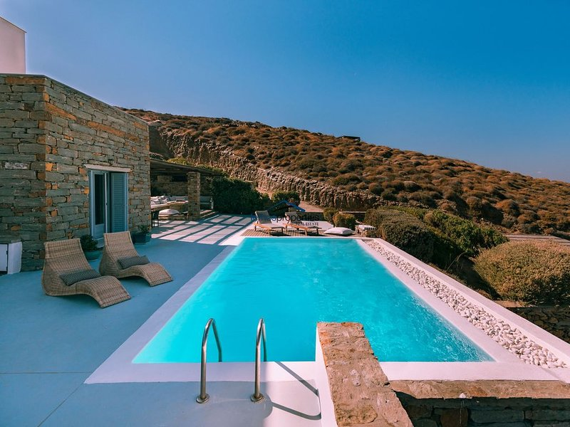 Fantastic stone villa with a swimming pool and amazing sea view, holiday rental in Kea