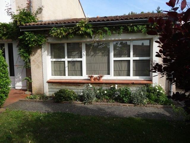 Maison familiale avec piscine dans village de charme, holiday rental in Aussonne