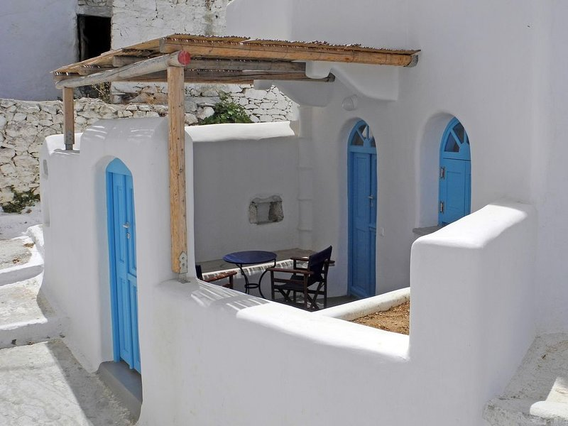 Au coeur des Cyclades - Charmante maison, holiday rental in Donousa Town