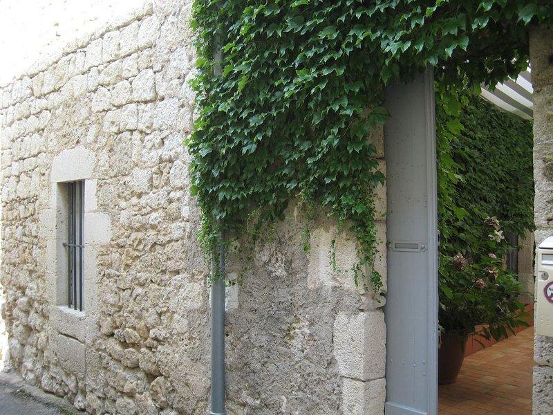 Maison de charme dans bastide médiévale, holiday rental in Laroque-Timbaut