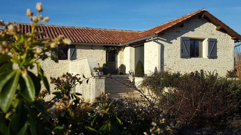 Gîte de caractère en pierre, vakantiewoning in Saint-Pierre-Lafeuille