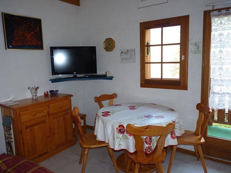 Appartement dans chalet au calme avec vue dégagée sur la montagne, location de vacances à Les Contamines-Montjoie