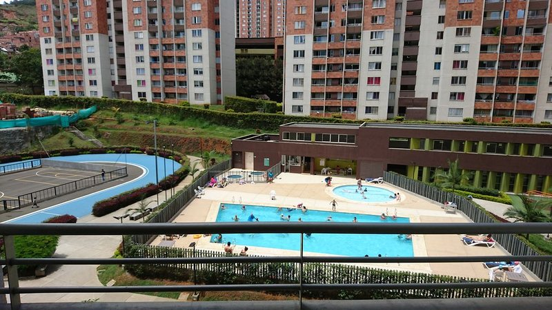 Cómodo apartamento cerca a la estación del metro, holiday rental in San Jeronimo