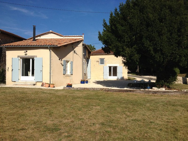 Detached House in a Rural Setting, holiday rental in St Avit