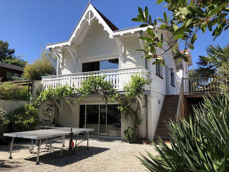 Location  grande villa rénovée, Arcachon (Abatilles), 900m plage,12 couchages, location de vacances à Arcachon