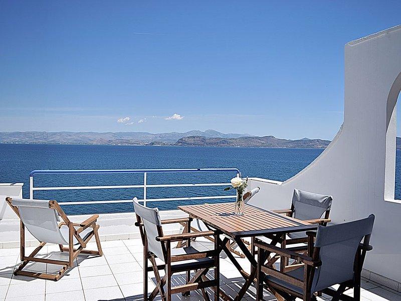 Holiday beach Studio,  Unique sea view balcony, near Nafplio, Mycenae, Epidaurus, alquiler vacacional en Argolis Region