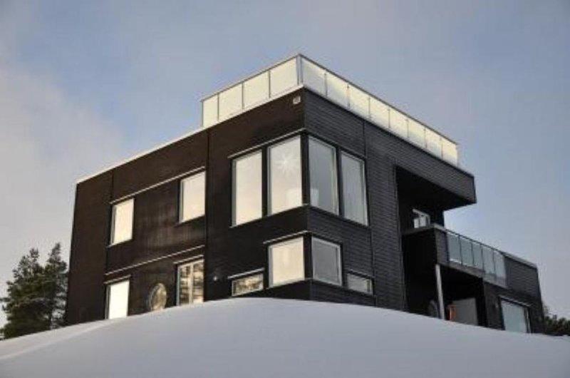 Luxurious living in seaview house with rooftop terrace, aluguéis de temporada em Varmdo
