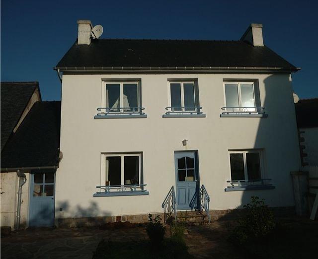 Petite maison confortable avec jardin clos, 4 pers, à 15 mn à pied de la plage, holiday rental in Nevez